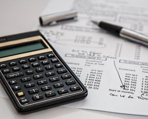 calculator-calculation-insurance-finance-53621-495x400